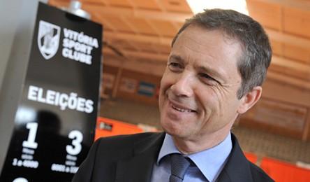 Júlio Mendes foi reeleito presidente do Vitória. No sufrágio deste sábado e  num total de 19.877 sócios votaram 1.319 associados dos quais 1214 optaram  por ... 1ec302361762e